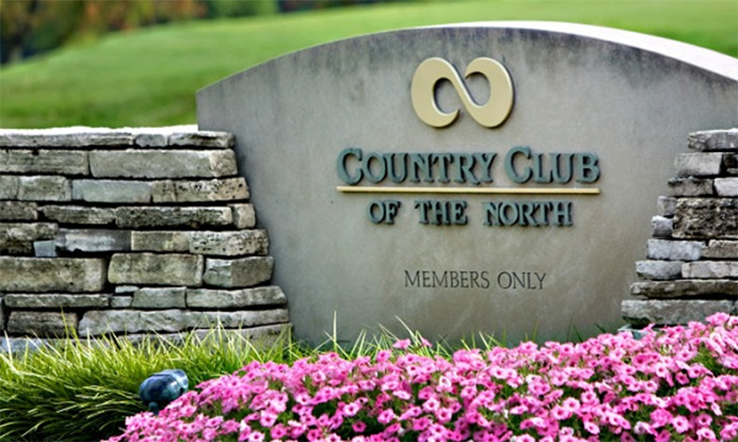 The welcome sign at the entrance of Country Club of the North